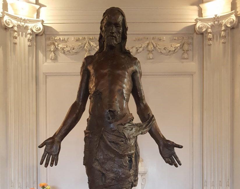«Christ» de Christophe Charbonnel : nouvelle acquisition du parc de sculptures du Château des Pères
